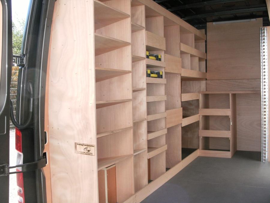 amenagement camionnette moto plein phare. Black Bedroom Furniture Sets. Home Design Ideas