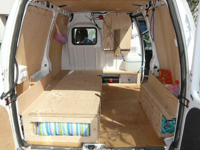 idee amenagement fourgon moto plein phare. Black Bedroom Furniture Sets. Home Design Ideas
