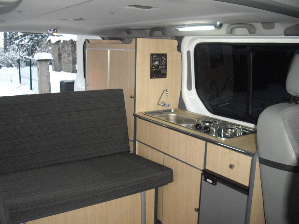 amenagement trafic l2h1 camping car moto plein phare. Black Bedroom Furniture Sets. Home Design Ideas