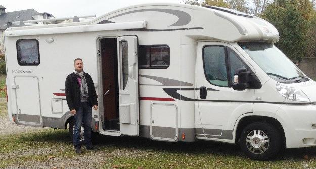 caravane a louer moto plein phare. Black Bedroom Furniture Sets. Home Design Ideas