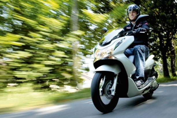 conduire un 125 sans permis voiture moto plein phare. Black Bedroom Furniture Sets. Home Design Ideas