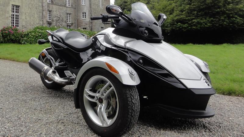 moto 3 roues sans permis moto moto plein phare. Black Bedroom Furniture Sets. Home Design Ideas