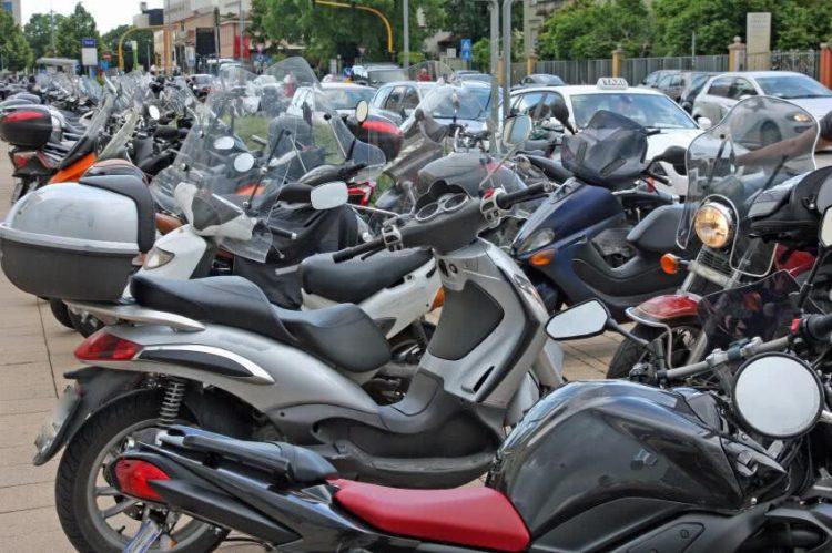 comment avoir son permis moto sans le passer moto plein phare. Black Bedroom Furniture Sets. Home Design Ideas