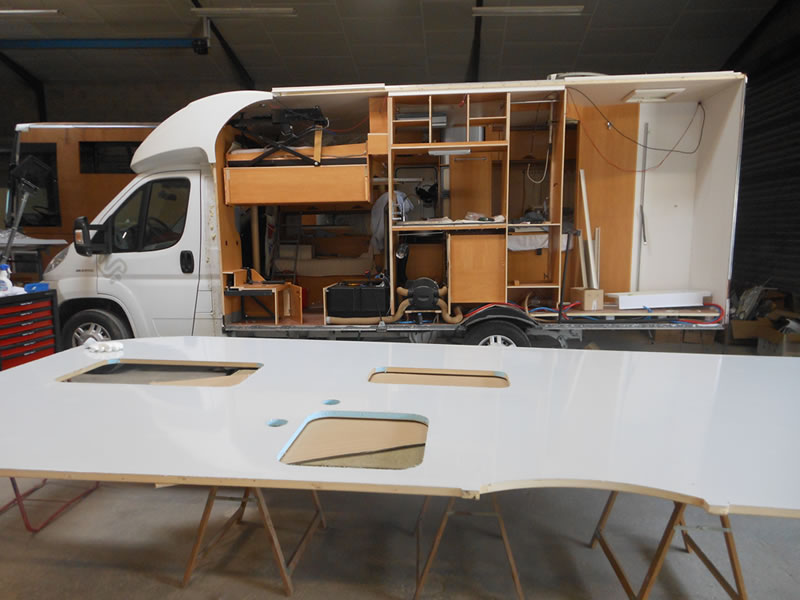camion amenage en camping car moto plein phare. Black Bedroom Furniture Sets. Home Design Ideas