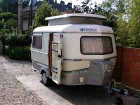 caravane occasion 4 places moto plein phare. Black Bedroom Furniture Sets. Home Design Ideas