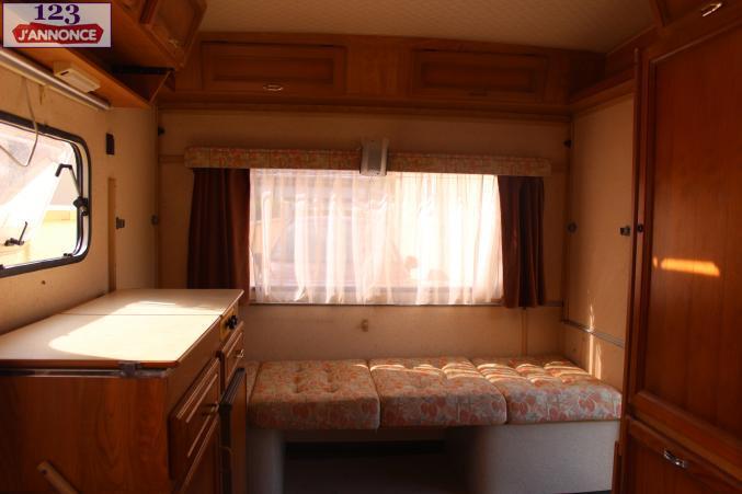 interieur caravane pliante moto plein phare. Black Bedroom Furniture Sets. Home Design Ideas