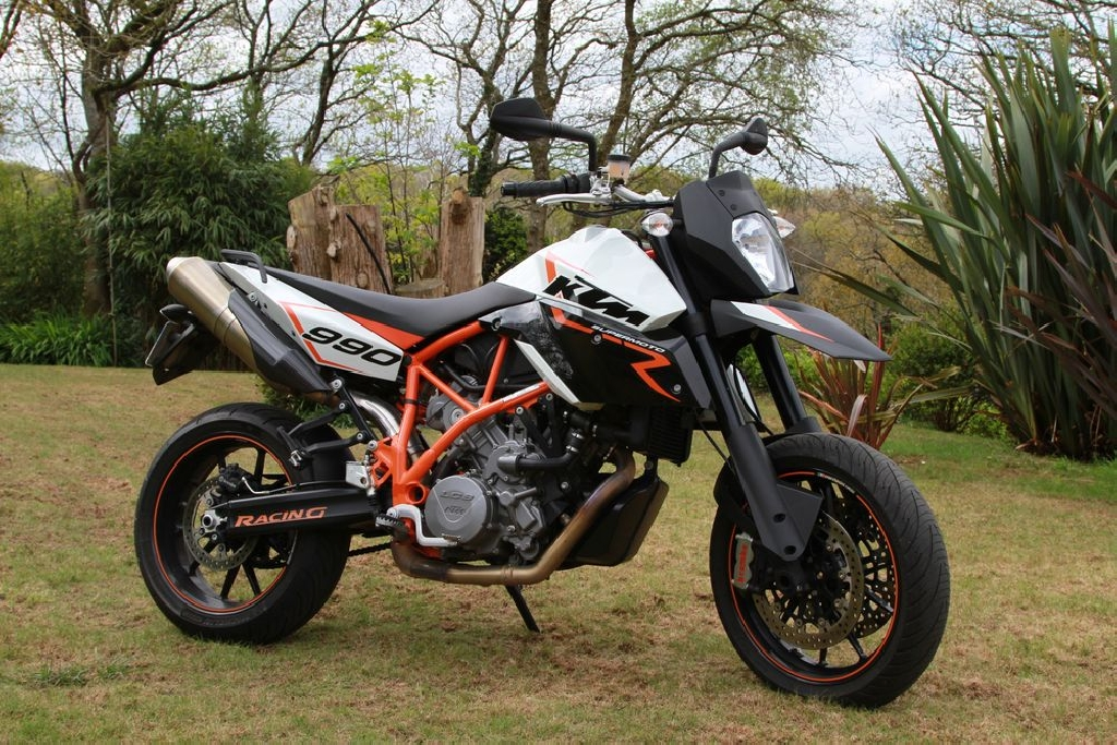 moto supermotard 50cc occasion moto plein phare. Black Bedroom Furniture Sets. Home Design Ideas