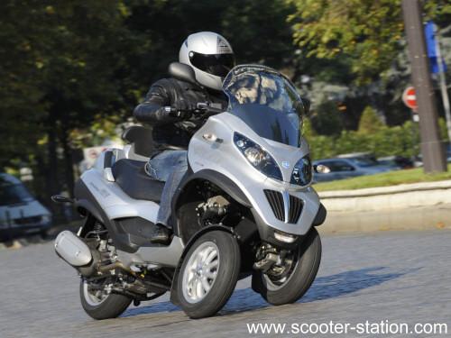 rouler en scooter sans permis moto plein phare. Black Bedroom Furniture Sets. Home Design Ideas